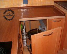 Magic corner sarokvasalat, mellyel 100%-ig jól hozzáférhetően kihasználható a szekrény. Nyitáskor 2 db. egymás feletti kosár az ajtóval együtt kifordul, miközben előre húzza a hátsó 2 kosarat. Kitchen, Home, Cooking, Kitchens, Cuisine, Haus, Homes, Houses, At Home