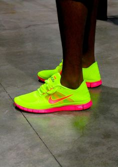 Nike. I would so wear these!! / Para no dejar de brillar.