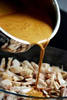 Svärmors goda kycklinggryta. Tröttnar aldrig på denna rätt, det är såååå gott!! Och alldeles utmärkt som lchf-rätt med en stor god sallad till och en näve cashewnötter på. MUMS! Man gör denna rätt … Great Recipes, Dinner Recipes, Favorite Recipes, Low Carb Recipes, Cooking Recipes, Zeina, Lchf, Swedish Recipes, Everyday Food