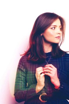 jenna_louise_coleman_ipod_wallpaper_by_lynnisamystery-d634bu8.png (640×960)