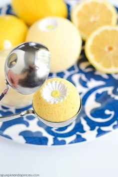 Lemon Bath Bomb Tutorial