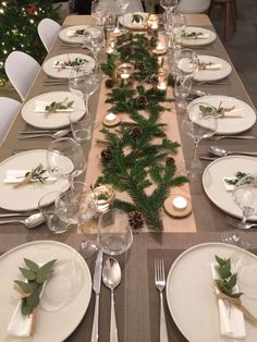 Decoration ideas for an original Christmas table . - Ideas of decoration for an orig Christmas table… – # ideas - Christmas Dining Table, Christmas Table Settings, Holiday Tables, Classy Christmas, Christmas Lunch, Christmas Home, Christmas Dinners, Gold Christmas Decorations, Christmas Tablescapes