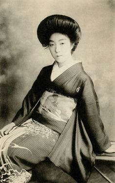 Geiko in an Aranami Kimono 1921 by Blue Ruin1, via Flickr