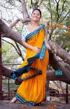 Anasuya Indian Tv Actress, Indian Actresses, Kurti Patterns, Photoshoot Pics, Yellow Saree, Indian Models, Fancy Sarees, Indian Celebrities, Beautiful Saree