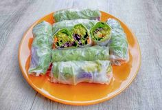 Jarní závitky   rutina.cz What You Eat, Fresh Rolls, Healthy Recipes, Healthy Food, Cooking, Ethnic Recipes, Fitness, Routine, Diet