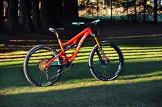 """Pivot Firebird """"red eagle"""" custom - custom bike by www.bikeinsel.com  #Pivot #Firebird #bikeinsel #SramEagle #Foxracingshox #Hope Firebird, Custom Bikes, Eagle, Bicycle, Vehicles, Mtb Bike, Bicycle Kick, Bike, Eagles"""