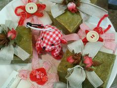 ALEPPO SOAP DECORATED WITH NATURAL RIBBON AND LITTLE ROSES