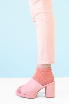 Socks In Shoes: 7 Ways To Nail The Look! | studiodiy.com