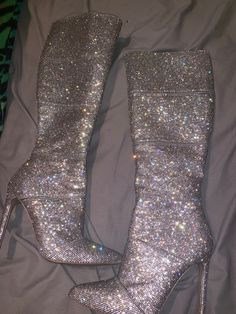 Steve Madden Rhinestone boots only worn once to an Ariana Grande concert. I got … – Steve Madden Shoe Heels Heeled Boots, Shoe Boots, Shoes Heels, Cute Shoes, Me Too Shoes, Ariana Grande Concert, Sparkle Shoes, Dress With Sneakers, Fashion Heels