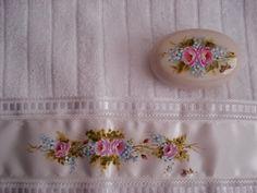 Papo de Mulher: Pintura em toalhas de mão e sabonetes