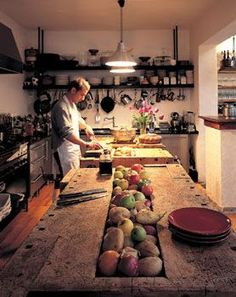 www.eyefordesignlfd.blogspot.com: French Kitchen with fabulous island.