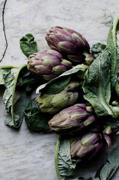 mimi thorisson | manger | artichaut - mon amour. Fresh Vegetables, Fruits And Vegetables, Artichokes, Food Photography Styling, Food Styling, Mimi Thorisson, Aubergine, Eggplant, Fresh Fruit