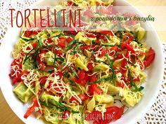 Bo życie ma smak !!!: Tortellini z pomidorem i bazylią.