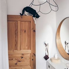 • Good Morning 😂• Czas na poranną gimnastykę 😽 Aktywnego Dnia! #myhome#home#cat#catlife#kitty#catsofinstagram#door#wood#homelove#homestyle#homedecor#woodlove#whiteinterior#interiordesign#vscocam#scandinavian#interior4all#interior#kot#kociezycie#climbing#morning#love#lovemylife#mirror#goodmorning#hello#apartment#cosy#acrobat