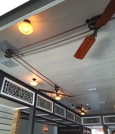 Popular Pulley Ceiling Fan Inspiration: Interesting triangle red traditional glass in Belt Driven Ceiling Fans For Homes Antique Ceiling Fans, Industrial Ceiling Fan, Recessed Ceiling, Ceiling Lights, Modern Ceiling, Belt Driven Ceiling Fans, Best Ceiling Fans, Industrial Design Furniture, Industrial Interiors