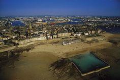 La cité corsaire de Saint Malo, Ile-et-Vilaine, France © Yann Arthus-Bertrand