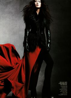 Glove Fashion: Ping Hue in Carolina Amato Patent Leather Gloves. Vogue China, 09.2010.