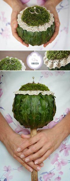 Die Eheringe mal anders präsentiert - eine schöne Idee für die #Hochzeit how cute is that? perfect for a rustic wedding