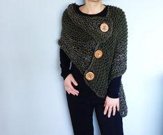 3 Button Loose Knit Poncho Knitting pattern by CamexiaDesigns Poncho Knitting Patterns, Christmas Knitting Patterns, Arm Knitting, Knitted Poncho, Knitting Ideas, Knit Patterns, Baby Scarf, Universal Yarn, Plymouth Yarn