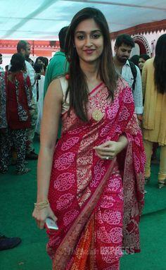 Actresses Priyanka Chopra and Ileana D'Cruz went ethnic as they attended the Saraswati puja held at Anurag Basu's home in Mumbai on Sunday (January Indian Silk Sarees, Indian Beauty Saree, Bollywood Saree, Indian Bollywood, Bollywood Fashion, Beautiful Bollywood Actress, Beautiful Indian Actress, Indian Celebrities, Bollywood Celebrities