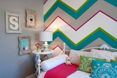 day bed in teen girls room | ... bolster chevron children's bedroom daybed feature wall girls room gray