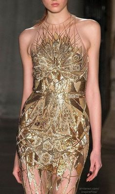 This Geometric pattern Gold Gown is amazing! The World Through Fashion Julien Macdonald Fall 2014 RTW Sequin Evening Dresses, Sequin Dress, Gold Dress, Evening Gowns, Glitter Dress, Gold Gown, Dresses Elegant, Nice Dresses, Fashion Week