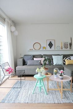 Novel Small Living Room Design and Decor Ideas that Aren't Cramped - Di Home Design Living Room Inspiration, Home Decor Inspiration, Decor Ideas, Room Ideas, Ideas Baratas, Home Living Room, Living Room Decor, Decor Room, Living Area