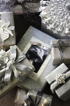 Silver gift wrapping ideas,,,have a beautiful piece of jewelry,as gifts in one Wrapping Ideas, Present Wrapping, Creative Gift Wrapping, Creative Gifts, Elegant Gift Wrapping, Christmas Present Wrap, Christmas Gift Wrapping, Holiday Gifts, Christmas Gifts