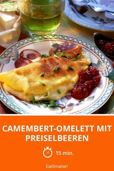 Camembert-Omelett mit Preiselbeeren Camembert omelette with cranberries - smarter - Time: 15 min. Clean Eating Diet, Clean Eating Recipes, Diet Recipes, Vegetarian Recipes, Healthy Recipes, Greek Recipes, Omelette, Evening Meals, Eating Plans
