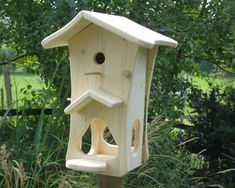 Gartendekoration - Vogelhaus - ein Designerstück von robi-topi bei DaWanda Wood Bird Feeder, Bird Feeder Craft, Bird House Feeder, Bird Feeders, Bird House Plans, Bird House Kits, Bird Houses Painted, Bird Houses Diy, Bird Tables