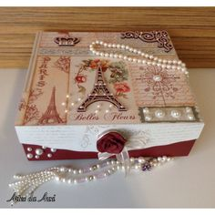 Artes da Auxi Caixa bijuterias vintage. Decoupage Box, Decoupage Vintage, Scrapbook Box, Scrapbooking, Diwali Gift Hampers, Diwali Gifts, Pretty Box, Altered Boxes, Vintage Box