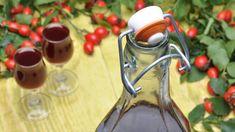 Jeden malý pohárik alkoholu môže byť prospešný ako prírodná medicínka. Cocktail Drinks, Rubber Rain Boots, Vodka, Food And Drink, Herbs, Punk, Homemade, Herb Garden, Sweet