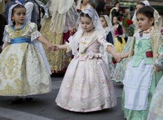 Little girls in fallera dress, Valencia, Spain. Festival Costumes, Baroque Fashion, Folk Costume, Historical Clothing, Traditional Dresses, Pink Girl, Beautiful Outfits, American Girl, Flower Girl Dresses