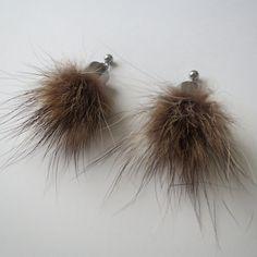 Bijoux de fourrure Boucles d'oreilles en fourrure recyclée de raton laveur / acier inoxydable BOAI-101-08