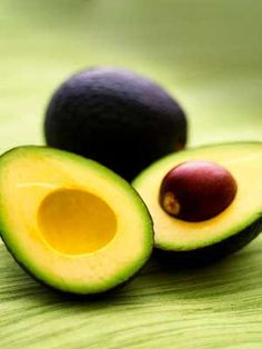 What should you eat when pregnant, and which foods should you avoid? Check out our list of the best foods to eat during pregnancy, including pregnancy superfoods. Pregnancy Nutrition, Pregnancy Health, Pregnancy Foods, Pregnancy Eating, Pregnancy Info, Water Retention Remedies, Avocado Seed, Ripe Avocado, Weight Gain