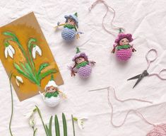 A crochet pattern for sugar-sweet blossom children - Kostenlos Crochet Dolls Free Patterns, Crochet Blanket Patterns, Embroidery Flowers Pattern, Flower Patterns, Diy Projects Easter, Sweet Blossom, Crochet Bee, Fleurs Diy, Printable Christmas Cards