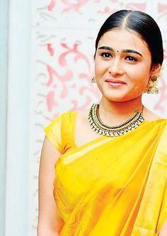 Golden Blouse, Indian Actress Gallery, Samantha Ruth, Pink Saree, Beautiful Indian Actress, Designer Wear, Pretty Face, Indian Beauty, Indian Actresses