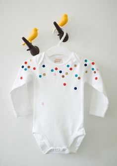 Hurray, you're here. Confetti baby long sleeve onesie. will make a great gift. Organic cotton.. €18,00, via Etsy.