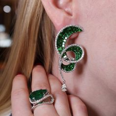 tsavorites and emeralds can be worn together