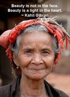 Beauty is not in the face. Beauty is in the light of the heart - Kahil Gibran Beauty is not in the face. Beauty is in the light of the heart - Kahil Gibran. Beautiful People, Beautiful Women, Motivational Quotes, Inspirational Quotes, Wise Women, Old Women, Ageless Beauty, Aging Gracefully, True Beauty