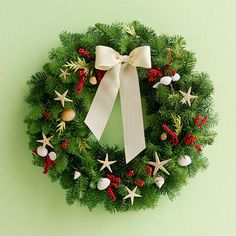 Pretty Christmas Wreaths - Deck the halls with these gorgeous winter wreaths that will bring holiday cheer to your Christmas decor.