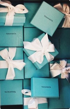 Tiffany OFF! Jewerly Luxury Packaging Tiffany Blue 33 Ideas For 2019 Tiffany Box, Bleu Tiffany, Tiffany Und Co, Verde Tiffany, Tiffany Gifts, Tiffany Jewelry Box, Tiffany Outlet, Tiffany Cakes, Tiffany Green