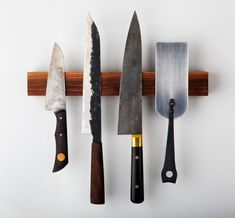 Walnut Magnetic Knife Rack handmade by Brooklyn Butcher Blocks, pictured with knives by Don Carlos Andrade, Bryan Raquin and Andersson Copra, with a forged spatula by Pat Quinn. Best Pocket Knife, Folding Pocket Knife, Kitchen Cutlery, Kitchen Knives, Kitchen Tools, Kitchen Ideas, Magnetic Knife Rack, Wood Knife, Knife Art
