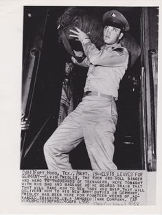 Date: September 9, 1958 Category: Celebrity Subject: Elvis Presley Original: Yes Color: B&W Size (approx.): 7 x 9 1/8 Type: Type I Press Photo Stamped: Wide World Photos