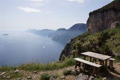 Auf dem Götterwanderweg (Sentiero degli Dei) mit dem Bus von Amalfi nach Bomerano und auf 500 Höhenmetern 10 Kilometer an der Amalfiküste nach Positano.