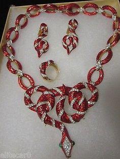 Vintage-Trifari-Snake-Necklace-Set-1968-Garden-Eden-Rhinestone-Enamel-Parure