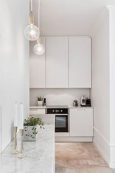Having limited space in an apartment doesn't mean you don't deserve a nice kitchen. See what a small kitchen design is all about. Small Space Kitchen, Small Spaces, Narrow Kitchen, Open Kitchen, Apartment Kitchen, Kitchen Interior, White Apartment, Apartment Ideas, Apartment Chic
