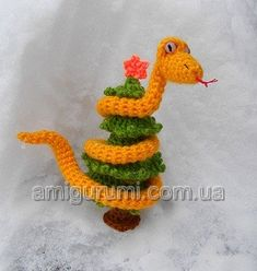 snake on Christmas tree  Free Pattern in Russian use Google translate