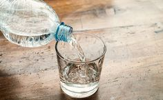 How Drinking Water Benefits Your Health - Natural Health - Mother Earth Living Water Benefits, Ways To Burn Fat, Natural Remedies For Anxiety, Drink More Water, Bad Breath, Infused Water, How To Slim Down, Drinking Water, Diet Tips