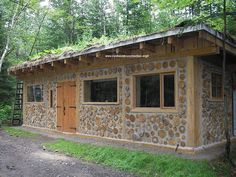 "Sebastien Demers built a beautiful two story cordwood home near Ste. Onesime, Quebec in Here are some pictures and an explanation of ""the build"" from Sebastien himself. Natural Building, Green Building, Casas Cordwood, Cabins In Wisconsin, Cordwood Homes, Wood Shed, Earth Homes, High Walls, Interior Garden"